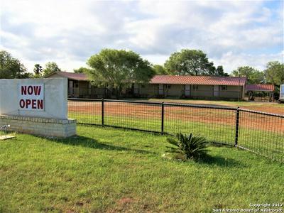 450 LAGUNILLAS AVE, Charlotte, TX 78011 - Photo 2