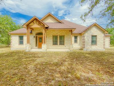 721 KILLARNEY RD, Floresville, TX 78114 - Photo 2