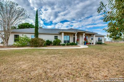 417 HIDDEN RANCH LN, Floresville, TX 78114 - Photo 2