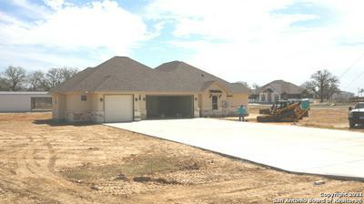 101 ELLA DR, Floresville, TX 78114 - Photo 2
