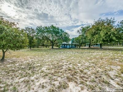 702 CHERRY RDG, Floresville, TX 78114 - Photo 2