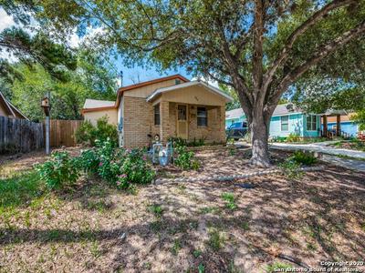 624 BOWEN ST, Pleasanton, TX 78064 - Photo 1