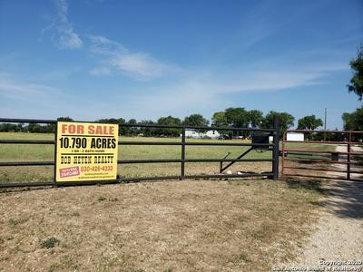 330 COUNTY ROAD 4517, Hondo, TX 78861 - Photo 2