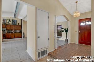 8402 DELPHIAN DR, Universal City, TX 78148 - Photo 2