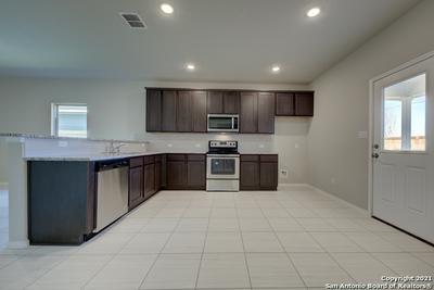 9923 RANCHO REAL RD, San Antonio, TX 78224 - Photo 2