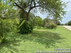 915 OLIVE ST, Jourdanton, TX 78026 - Photo 2