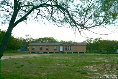 875 RIGGINS ROCK PIT RD, Pleasanton, TX 78064 - Photo 2