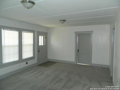 305 RANDOLPH AVE, Schertz, TX 78154 - Photo 2