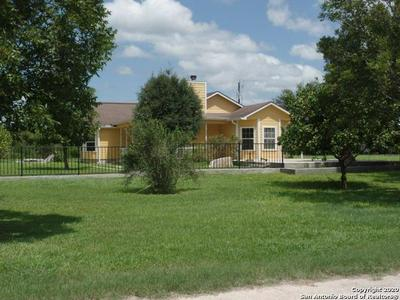 220 MESQUITE RD, Beeville, TX 78102 - Photo 2