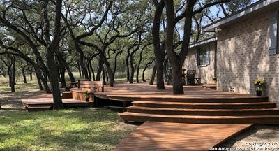 111 OAK HOLW, Floresville, TX 78114 - Photo 2