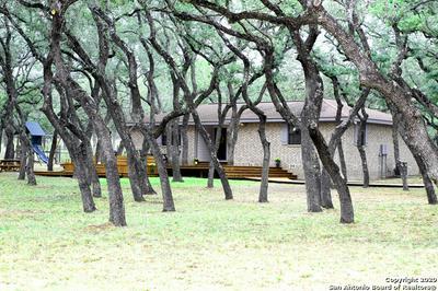 111 OAK HOLW, Floresville, TX 78114 - Photo 1