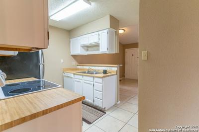 4949 HAMILTON WOLFE RD APT 6204, San Antonio, TX 78229 - Photo 2