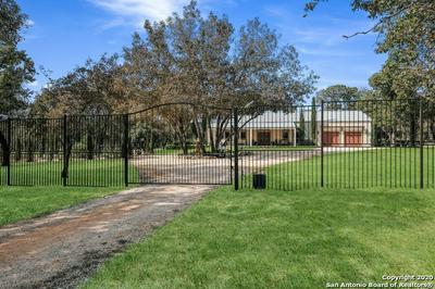 905 EAGLE CREEK DR, Floresville, TX 78114 - Photo 2