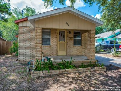 624 BOWEN ST, Pleasanton, TX 78064 - Photo 2