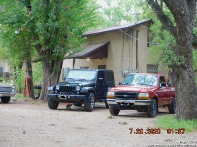 422 VIRGINIA ST, Pleasanton, TX 78064 - Photo 2