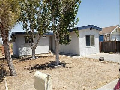 906 W HOOD AVE, Ridgecrest, CA 93555 - Photo 2