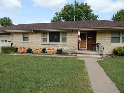 1722 E 8TH AVE, Winfield, KS 67156 - Photo 2