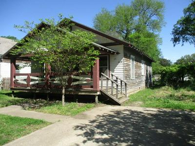608 E 8TH AVE, Winfield, KS 67156 - Photo 1