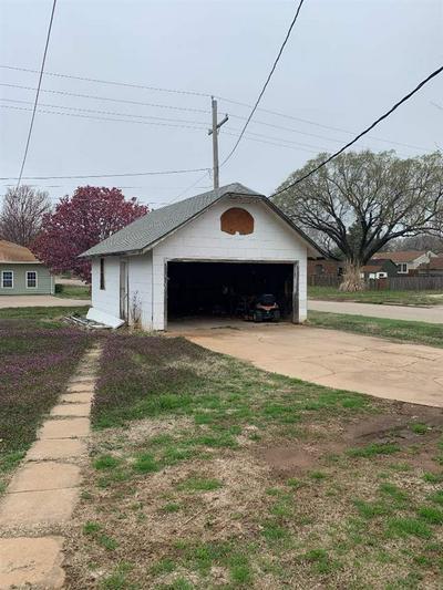 424 N MADISON AVE, Anthony, KS 67003 - Photo 2