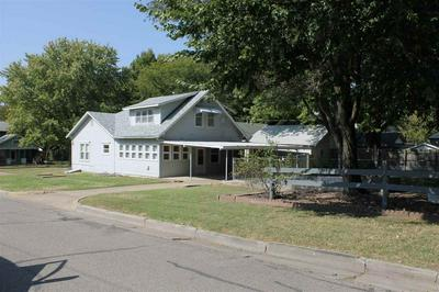 212 MICHIGAN ST, Winfield, KS 67156 - Photo 2