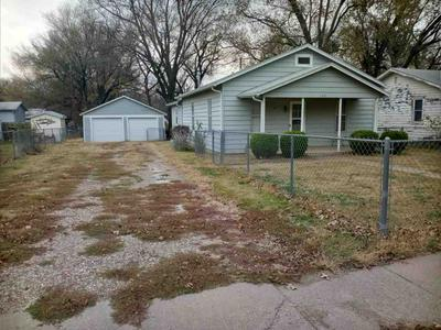 109 N INDIANA ST, Winfield, KS 67156 - Photo 1