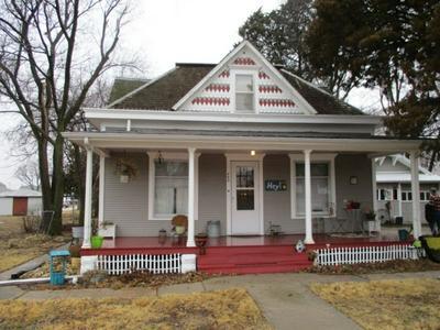 403 S MAIN ST, Hillsboro, KS 67063 - Photo 1