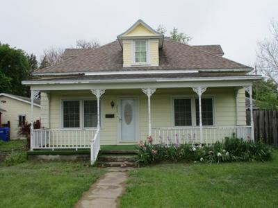 211 N MAIN ST, Hillsboro, KS 67063 - Photo 1