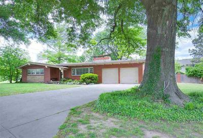 974 ALEXANDER DR, Haysville, KS 67060 - Photo 2