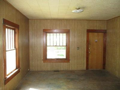 608 E 8TH AVE, Winfield, KS 67156 - Photo 2
