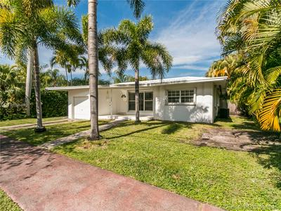 655 S SHORE DR, Miami Beach, FL 33141 - Photo 1