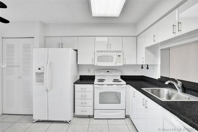 6655 KENSINGTON LN APT 402, Delray Beach, FL 33446 - Photo 2