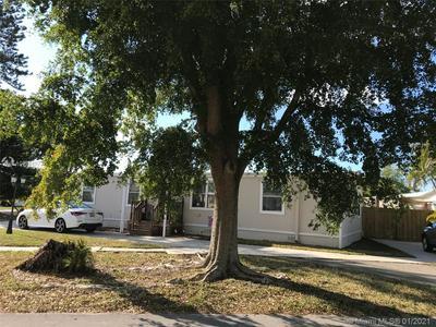 21781 NW 2ND CT, Pembroke Pines, FL 33029 - Photo 2