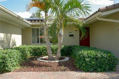 880 OLEANDER DR, Plantation, FL 33317 - Photo 2