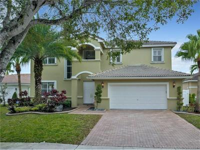 2327 NW 187TH AVE, Pembroke Pines, FL 33029 - Photo 1