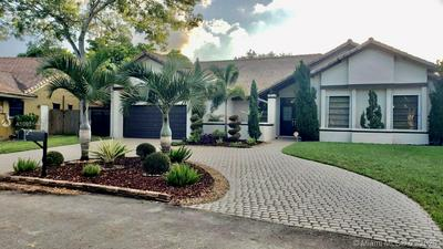 551 SW 101ST TER, Plantation, FL 33324 - Photo 2