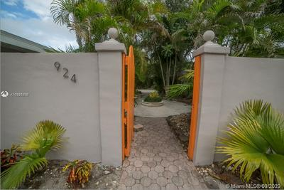 924 NE 17TH TER APT 9, Fort Lauderdale, FL 33304 - Photo 2
