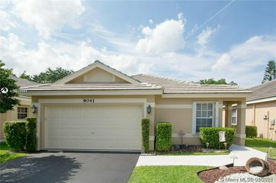 9041 LAKE PARK CIR N # 0, Davie, FL 33328 - Photo 1