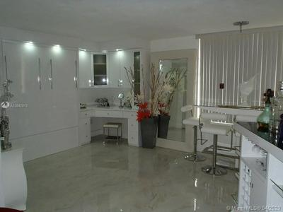 2899 COLLINS AVE 1516, MIAMI BEACH, FL 33140 - Photo 1