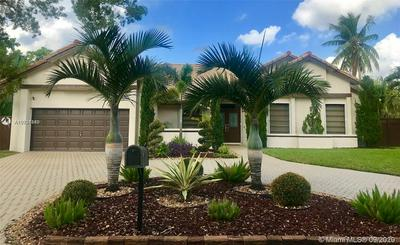 551 SW 101ST TER, Plantation, FL 33324 - Photo 1