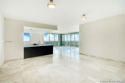 900 BISCAYNE BLVD APT 6009, Miami, FL 33132 - Photo 2