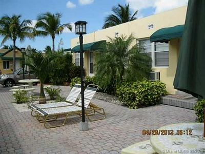 330 ARTHUR ST 121, HOLLYWOOD, FL 33019 - Photo 1