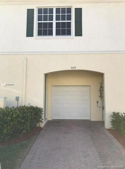 709 SW 1ST DR, Pompano Beach, FL 33060 - Photo 2