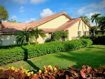 2805 EAGLE LN, West Palm Beach, FL 33409 - Photo 2