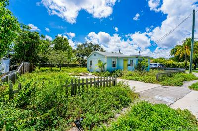 109 SW 10TH ST, Hallandale Beach, FL 33009 - Photo 2