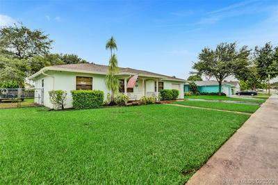 1040 SW 128TH DR, Davie, FL 33325 - Photo 2