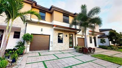 15585 NW 91ST CT, Miami Lakes, FL 33018 - Photo 2