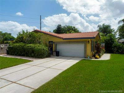 840 E PLANTATION CIR, Plantation, FL 33324 - Photo 2