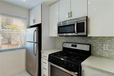 1046 LENOX AVE APT 2, Miami Beach, FL 33139 - Photo 2