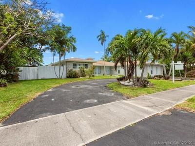 416 N RAINBOW DR, HOLLYWOOD, FL 33021 - Photo 1