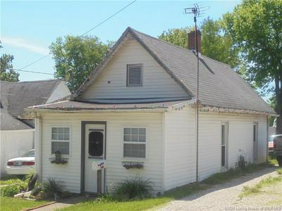 303 SALEM AVE, Salem, IN 47167 - Photo 2